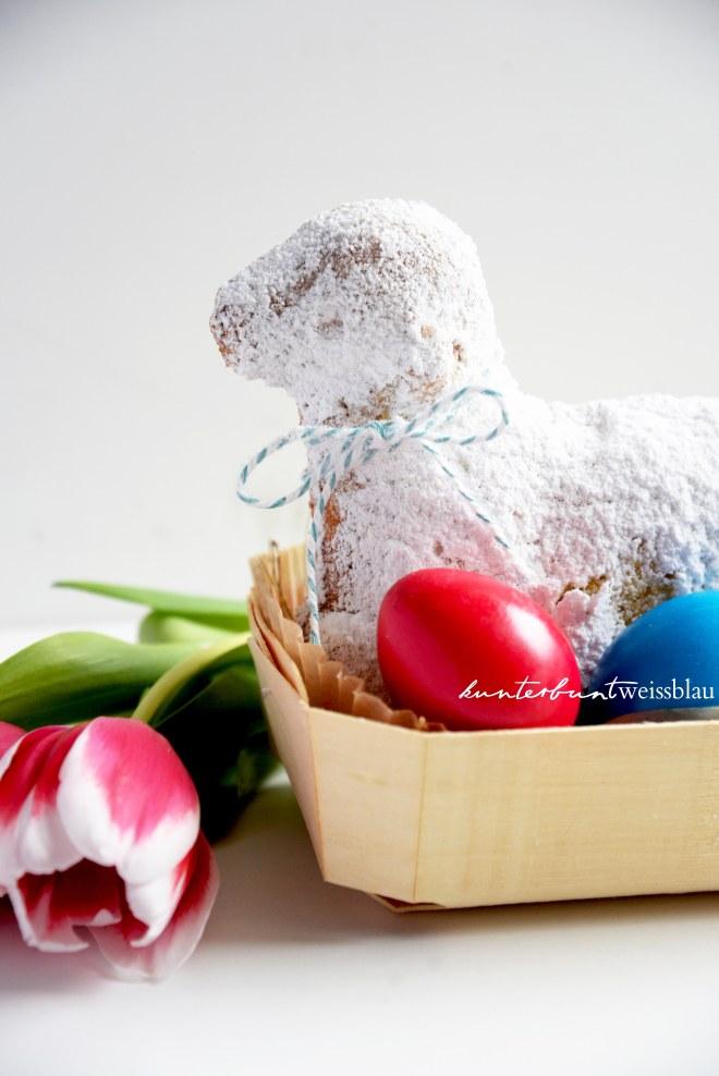 Osterlamm im Körbchen