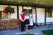Slovenische Familie in traditioneller Tracht