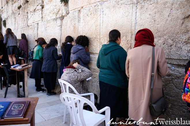 western-wall-praying